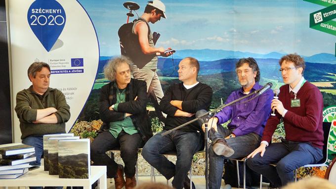 Rockenbauer Zoltán, Forgách András író, Kőrösi Zoltán író, Burger Barna fotográfus és Győri Tamás József, az MTSZ igazgatója a könyvbemutatón